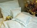 postelne-pradlo-s-vysivkou-biele