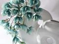 Biela váza , tyrkysový kvet ... super kombinácia
