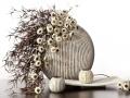 Drobné kvetinky  biele s hnedou ozdobnou trávou