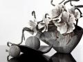 Keramika sivá s kvetmi