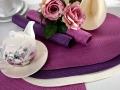 Oválne prestierania vo farbách fialovej , bielej ... pekná kombinácia