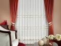 Klasický záves hrdzavej farby s čipkovanou záclonou