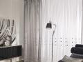 Biela záclony so striebornými štvorčekmi a závesom