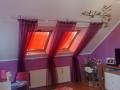 dekoracna-fialova-zaclona-na-stressne-okna-v-dievcenskej-izbe