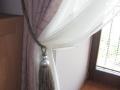 moderny-fialovy-zaves-so-strapcom